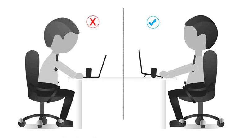 Posición ergonómica ordenador portátil