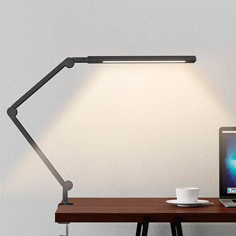 Lámpara escritorio LED con abrazadera y brazo oscilante